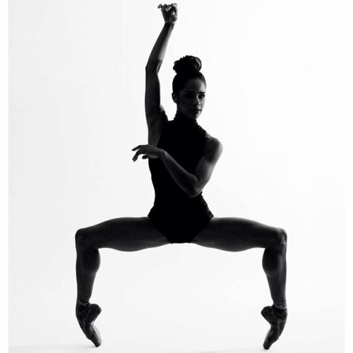 yokobinladen:  Misty Copeland is my ballerina crush☺😍😋😌 #mistycopeland #ballerina #ballet #pointe #dance #dancer #blackdancer #gorgeous #model #sexy #fit #body #blackandwhite #beautiful #picofthenight #dancelovers