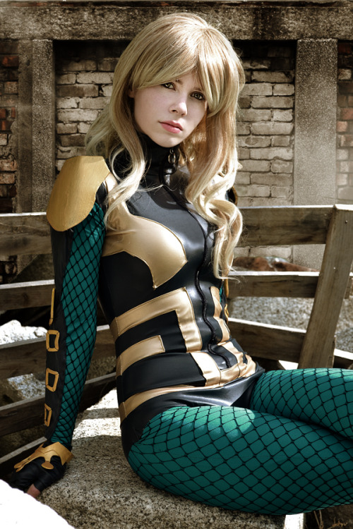 gailsimone:  nomagikforme:  Black Canary Cosplay Whitelemon - Jillian - Florencia Sofen Muir as Black Canary [Dinah Lance]Birds of prey - New 52DC Comics    I DID NOT WANT TO LIKE THIS COSTUME!  But it looks amazing on the right cosplayers!