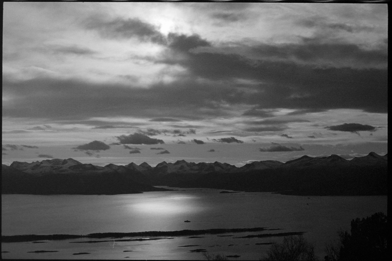 #35mm#analogue#analog#analog photography#analogue photography#film #film is not dead  #film is alive #Molde#norge#norway#view#mountain view#mountain#mountains#mountain tops#mountain top#sky view#ocean view#pentax#pentax k1000