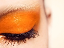 I LOVE this! I don't think enough people use orange these days. It's a beautiful color, and sure it can be obnoxiously bright but when used in moderation and in the right spots orange can end up being The color. I this this is beautiful, just this touch of orange against such pale skin and such dark lashes, and the color just blends so nicely into the brows.