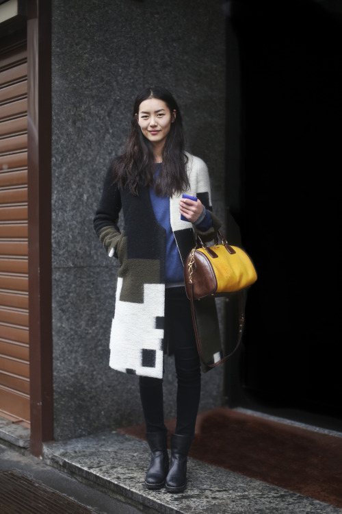 Liu Wen gets some shelter from the snowstorm at today's Milan Fashion Week