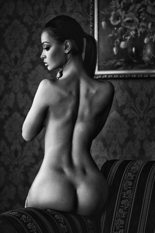 allabouttheass:  Whatever happens, back dimples made me do it…