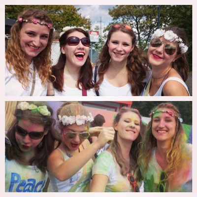 The normal craziness #lachcookies #summerfeeling #festival #festivalgirls #holigaudy #colourpowder #cologne #girls #flowerband #peace