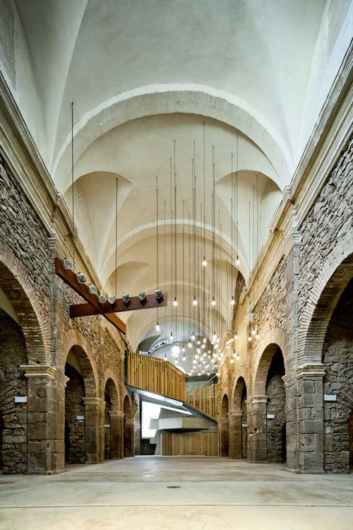 simply stunning Spanish church by architect David Closes that balances architecture and aesthetics from two distinct eras (via design milk, reblogged from: designismymuse)