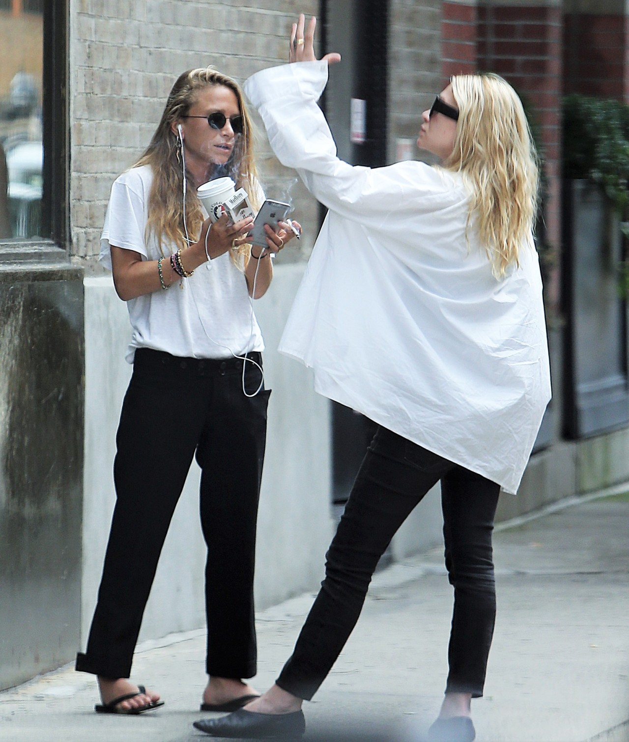 Mary Kate And Ashley Outside Their Office In Nyc 149474801537 Olsen Daily