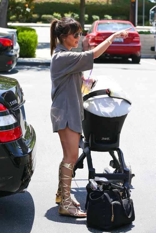 May 18, 2013 - Kourtney at a farmers market in Calabasas.