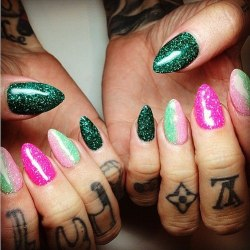 worldofjeffreestar:  Jeffrees nails are hot
