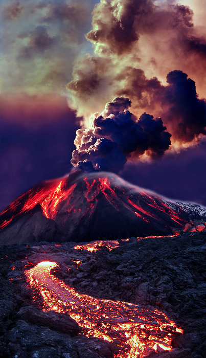 x-enial:  Erupting Volcano, Hawaii (source)