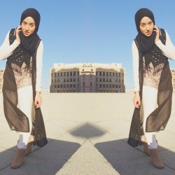 Day/ work look #ootd #hijabswag #hijab #hijabfashion #hijabstyle #hijabtrends #hijabista #hijabchic #chichijab @hijabfashion @chichijab @hijabcouture #white #black #studs #boots (at Roof top )