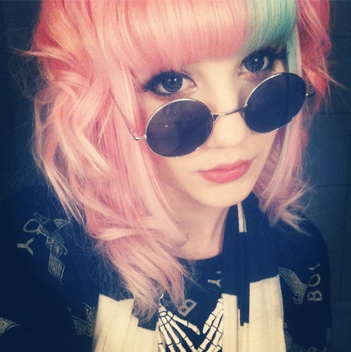 mashyumaro:  mi-pequena-princesa:  ♥Pastel Goth Blog♥  Resourcing my face ♥