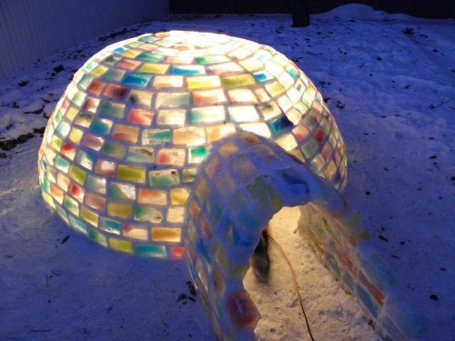 fer1972:   An Igloo in the backyard made up of cartons via imgur