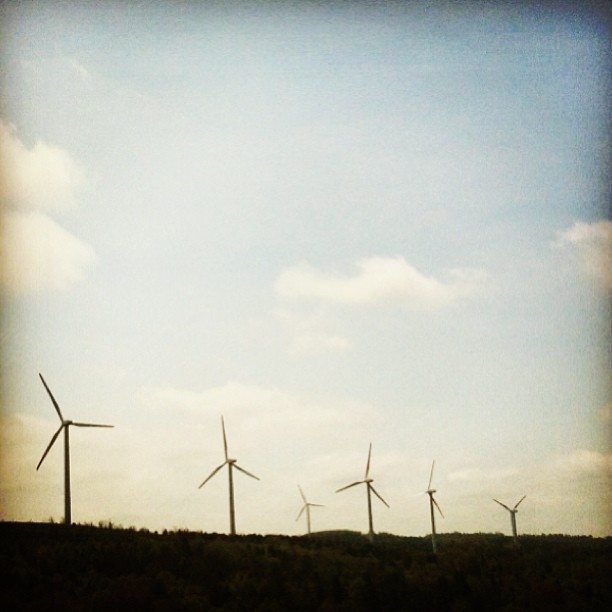 Middle of #Pennsylvania. #PA #Mountains #WindPower #Wind #roadtrip #ny #Windmill #Driving (at PA Turnpike)