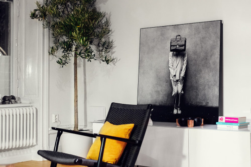 Source: Fantastic Frank Beautiful black Carl Hansen CH25 chair. Pick it up from @Skandium_com