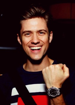 arronstveit:  Arron Tveit casually ruining my life with his face