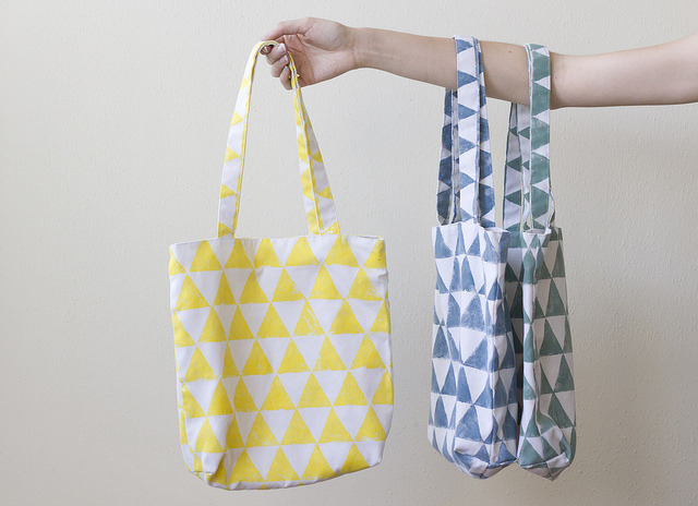 All you need to make this hand-printed tote bag is fabric, ink, and a potato!