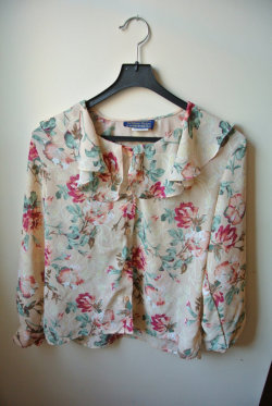 Vintage Floral Babydoll Blouse M by MoonShineApparel on Etsy on We Heart It - http://weheartit.com/entry/52988902/via/MoonShineApparel