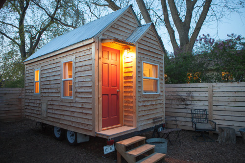 cabinporn:  Cabin on wheels in Omaha, Nebraska. See the full building process on Tiny Midwest. Contributed by Jamison Hiner.