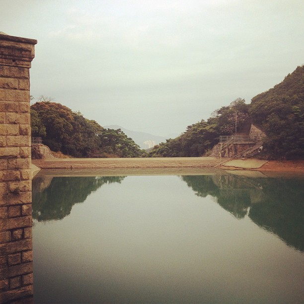 Mirror #taitam #reservoir #water #reflection #hk #hkig #hongkong #rise  (at Tai Tam Reservoir 大潭水塘)
