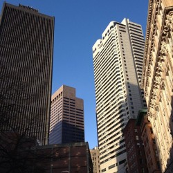 Downtown Boston is so beautiful when the weather is nice! #finallytouringbostonlikeivealwayswanted #ilovedowntown #boston #allthewalking 🌇🌃