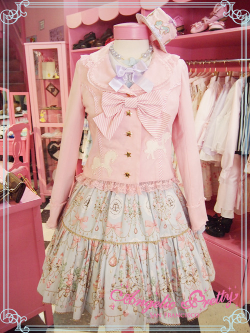 Hello♡♡♡We received Carnival Jacket in pink♡Enjoy coordinate with your JSK, OP, Skirt, or even casual outfit♡