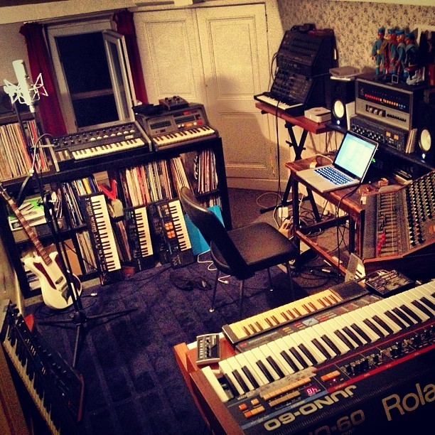 yuksek-onmyway:  Back to my pocket studio while Clement @alb_music is recording in our main one…