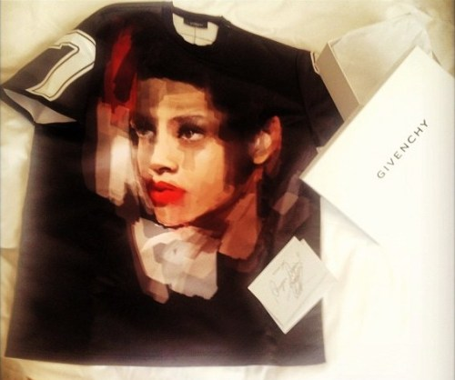 Fashion: Rihanna x Givenchy Custom No.7 Tee