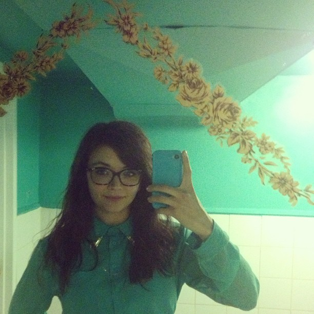 Accidental outfit/phone/bathroom color coordination.  (at Hogtown Vegan)