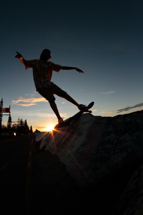 so-casual-so-calm:  astallation-creations:  Rock slidin   || Pure Skate Blog ||