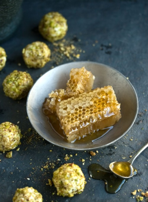 goats cheese truffles with honey & pistachio