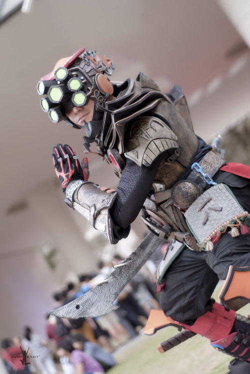 omgleagueoflegends:  leaguecosplay:  Cosplayer unknown (Master Yi)Photo by Jump Shot  How does this have 1k notes and I barely seen it today