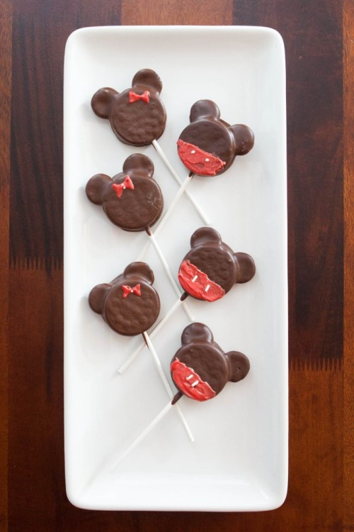 bakeddd:  minnie and mickey mouse oreo pops click here for recipe