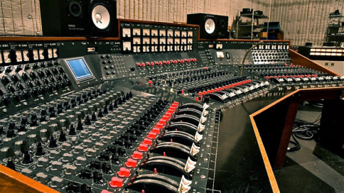 EMI TG12345 Mark IV This legendary mixing console was one of the two main soundboards at the Abbey Road Studios, London between 1971 and 1984, and was sold by Vintage King Audio two years ago. (via 11 Amazing Soundboards For Your Listening Pleasure)