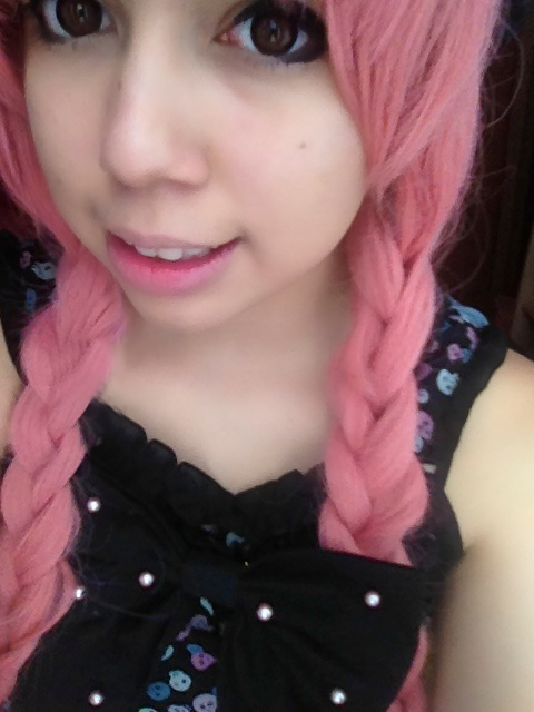 prismaticyume:  Pink hair today~ <3
