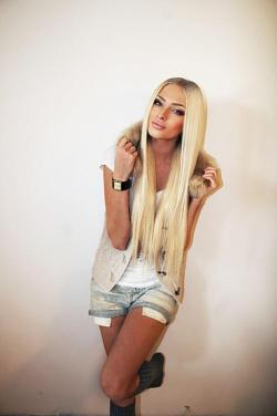 Long, blonde hair ♥ on We Heart It. http://m.weheartit.com/entry/50945877/via/kaloczkai