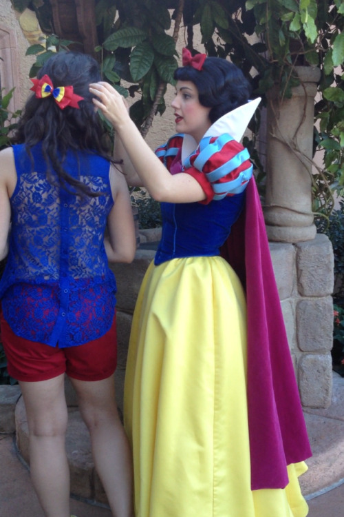 Snow White admiring my fantastic Magical Ribbons bow!