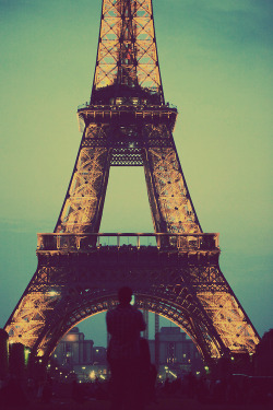 iamreeree:  paris | via Tumblr on We Heart It - http://weheartit.com/entry/58660721/via/KellyCaceres   Hearted from: http://paoquisdrew.tumblr.com/post/48101099624