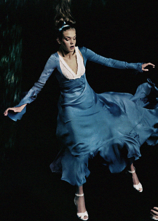 "dormanta:  Natalia Vodianova in ""Alice In Wonderland"" by Annie Leibovitz for Vogue US December 2004"