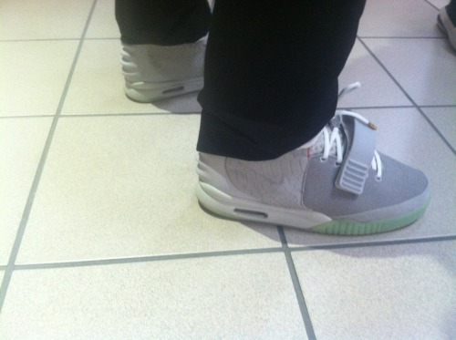 stalefishology:  A substitute at my school wore his yeezys today???¿¿
