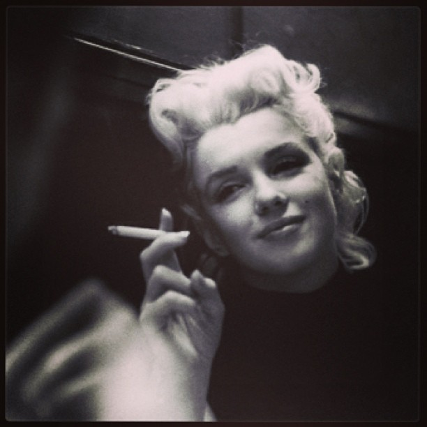 I love old black & whites of Ms. Monroe #marilynmonroe #blackandwhite #moviestar #marilyn #hollywood #beautiful #trillium #myidol #glamour #nataliepaigebentley #vintagehollywood