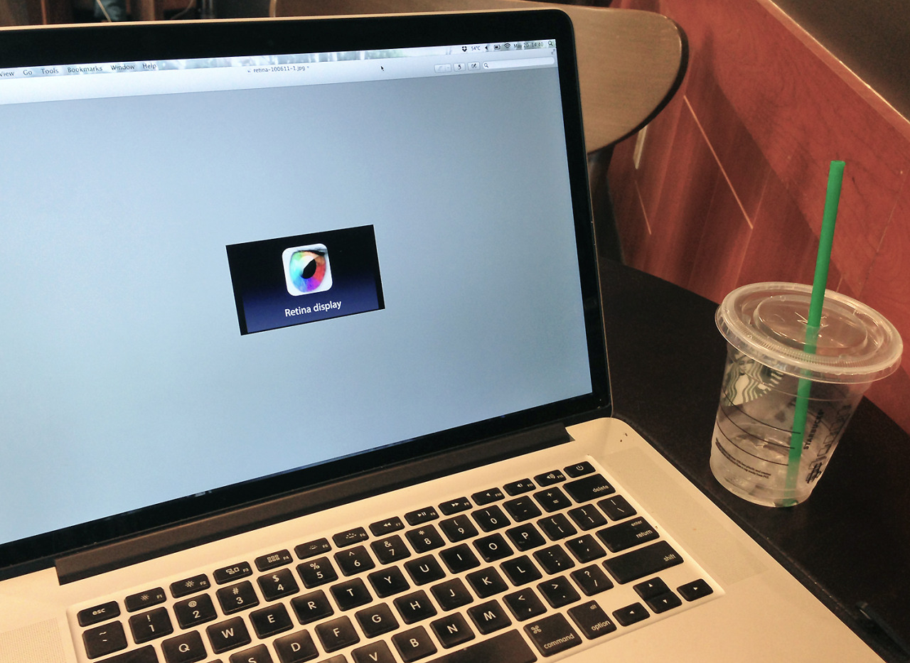 "Retina Display Icon Displayed Real-Size in Preview on Retina Display Macbook Pro (15.4"") in a Starbucks, 2013 Performance ヘ"