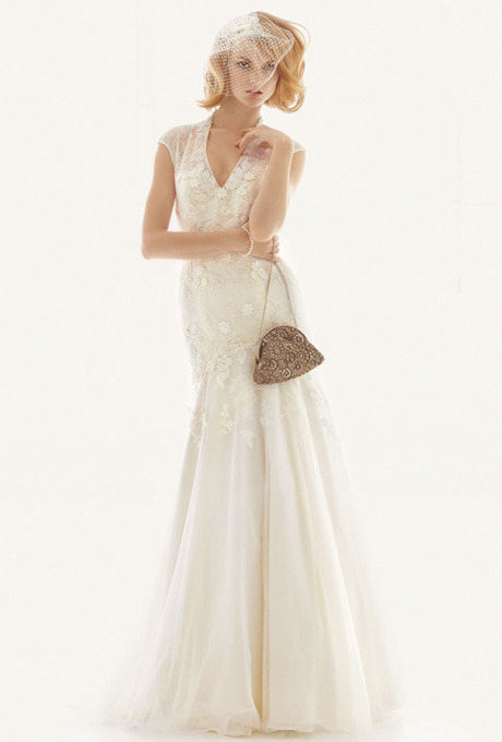 (via Wedding Dress Photos | Brides.com)