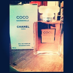 Happy Early Morher Fucking Birthday To Me!!! #myfavorite #coco #Chanel #mademoiselle #perfume #excited #mytreat #spoiled #paris #birthday #present #may #gemini #yourmom #fezzyrocc