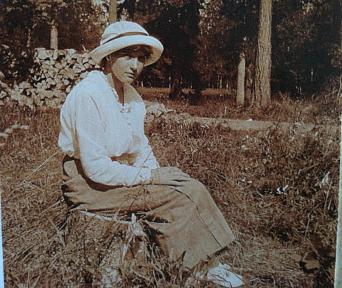 Grand Duchess Anastasia in the park at Tsarskoe Selo: 1917.