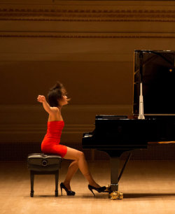 "chopin-impromptu:  3rdbranch:  Yuja Wang is a Chinese-born classical pianist.  The San Francisco Chronicle says she is ""quite simply, the most dazzlingly, uncannily gifted pianist in the concert world today.""  The New York Times described her concert at Carnegie Hall last week as ""exhilarating.""  Plus, let's face it, this photo is awesome.  Restrained, Then Madly Lyrical: The Pianist As Spring Mechanism (via The New York Times) (photo:  Ian Douglas)  did i ever tell you guys that i am yuja's facebook friend"