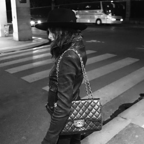bonparisien:  alexfeehily:  Nocturnal walk #paris #haircut  love the bag