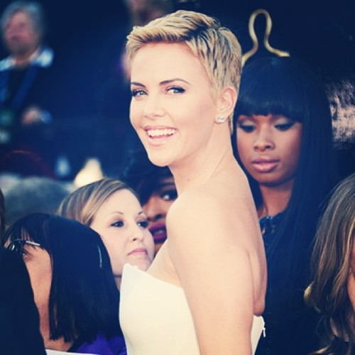 Charlize Theron saves a mans life this weekend! More life saving celebs (and their stories) up on the site #charlizetheron #caring #celebs