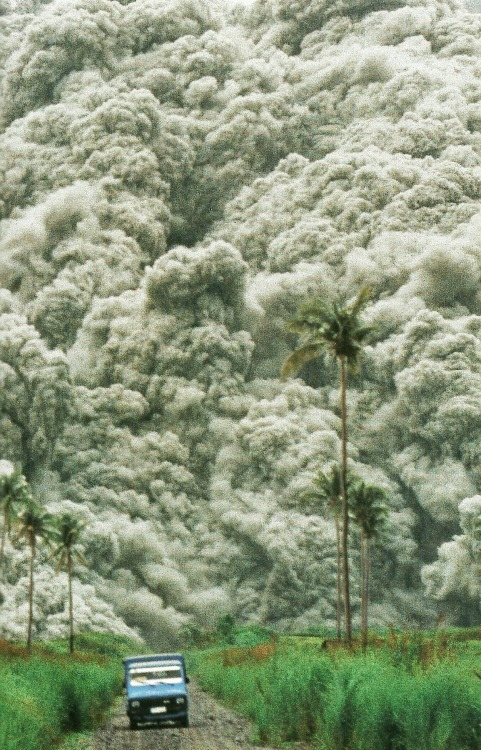 vintagenatgeographic:  Roiling clouds of superheated ash surge from Mount Pinatubo in the Philippines National Geographic | December 1992
