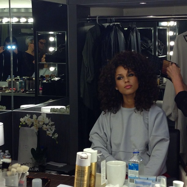 @aliciakeys behind the scene HOT photo for 'BRAND NEW ME' video which will premiere on 106&park this monday. I CANT WAIT! my #1 song on the album!..