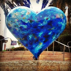 #SF #Heart #HeartinSanFrancisco #sculpture #UnionSquare #ILeftMyHeartInSanFrancisco #PublicArt #Flameyes #ScavengerHunt (Find my niece… haha) (at Union Square)