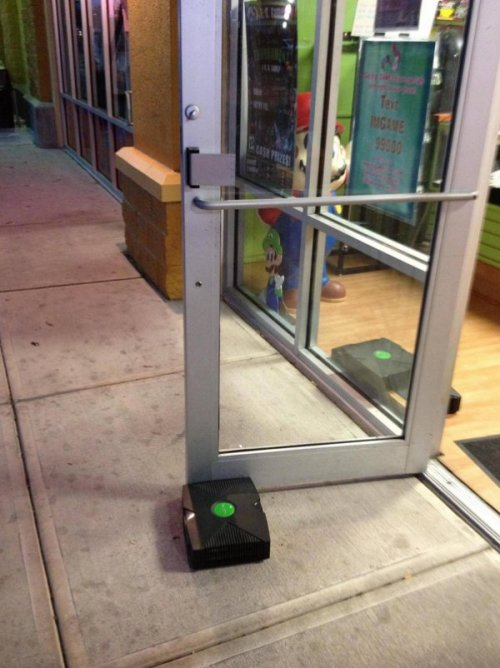dorkly:  Xbox Doorstop How the mighty have fallen.